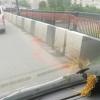 Ограждение на мосту для безопасности омичей не выдержало ветра