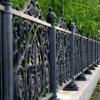 В Омске бомжи решили сдать на металлолом забор, чтобы отметить день рождения