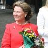 Королева Норвегии прогулялась по лесу вместе с мигрантами