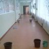 Протекающая крыша в школе Омска привела к травме позвоночника семиклассника