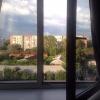 В Омске женщина выпала из окна четвертого этажа и самостоятельно вернулась в квартиру