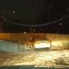 Жертвы гололеда в Омске: такси врезалось в забор метро