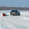 Нетрезвый омич катал подростка на ледянке, закрепленной за автомобилем