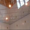 Зеркальная плитка на потолок как роскошное дополнение интерьера