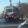 В Омске на проспекте Королева сошёл с рельсов трамвай