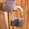 22-летний житель Омской области украл у соседа инструменты и зимнюю резину