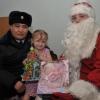 Полицейский Дед Мороз поздравил маленького омича, спасенного зимой стражами порядка