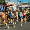 Бегунов на сибирском международном марафоне сдувало с метромоста