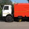 Проезжую часть в Омске от песка и пыли очищают вакуумные машины