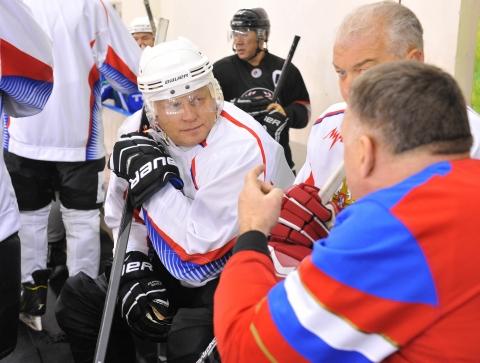Виктор Назаров в составе хоккейной команды регионального Правительства