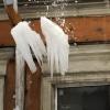 В Омске возбудили уголовное дело по факту падения снега с крыши на 10-летнюю девочку