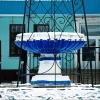 Омичи обсуждают, почему фонтан в Нефтяниках обнесли решеткой