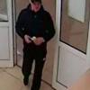 Омич вынес в рукаве из салона связи 15 тысяч рублей