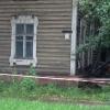 В аварийном жилом доме на улице Пушкина в Омске обрушился потолок