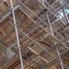 В больнице Омской области рабочие во время ремонта упали с лесов