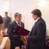 Бейсболку New York Yankees и турецкое вино привезли в подарок мэру Омска на День города
