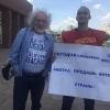 В Омске Венедиктов сфотографировался с выступившим против «Эха Москвы» пикетчиком