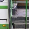 Выпавшая из автобуса омичка отсудила 300 тысяч рублей у ПАТП
