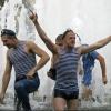 Коммунальщики попросили омских десантников не купаться в фонтанах