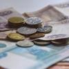 Зарплата жителей Омской области продолжает снижаться