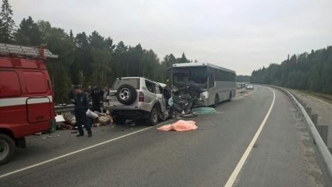 Тоёта врезалась вавтобус свахтовиками натрассе вУватском районе