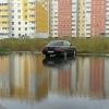 Чкаловское море: омичи обсуждают огромную лужу на парковке
