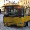 На проспекте Карла Маркса в Омске столкнулись два пассажирских микроавтобуса