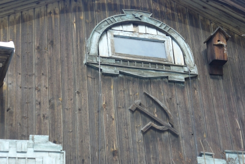 Пример оформления слухового чердачного окна в раннесоветском стиле, Маяковского 11-13.