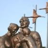 Почти тысяча омичей пришли на открытие памятника семьи фронтовика