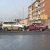 В Омске лоб в лоб столкнулись два автомобиля