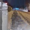 Омичи пожаловались на заваленные снегом пешеходные дорожки