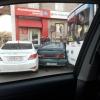 В центре Омска автобус въехал в шесть припаркованных машин