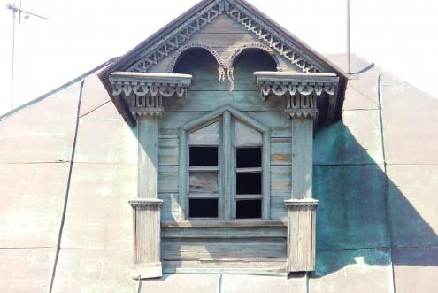 Пример оформления слухового чердачного окна.  Герцена-7-я Северная.