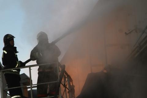 Четверо пожарных пострадали при тушении гаража вОмске