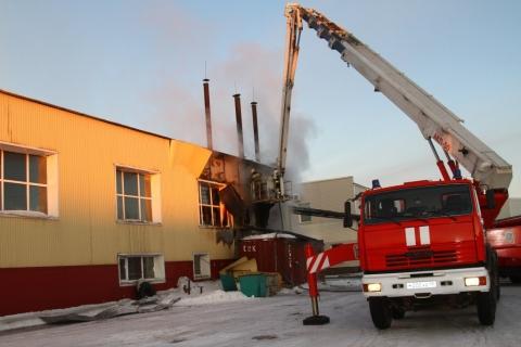 Четверо спасателей получили разной степени ожоги впроцессе пожара вОмске
