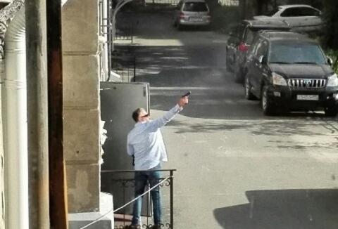 В центре Омска пьяный мужчина открыл стрельбу из пистолета