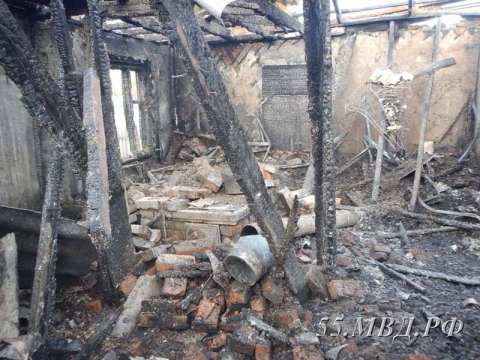 Омичка поссорилась сосвоим сожителем исожгла дом, где они жили