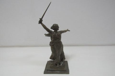 Омские заключенные сделали копию монумента «Родина-мать»