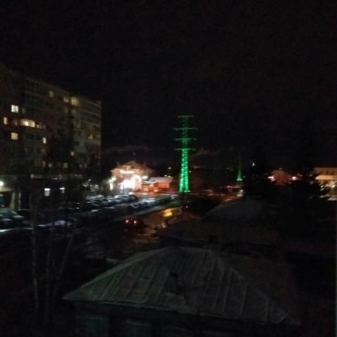Омичи заметили разноцветные ЛЭП в городе