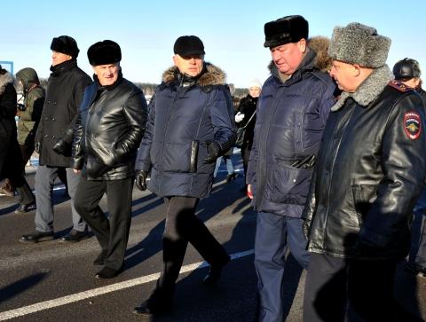 Шествие делегации по новой дороге