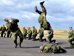 ВТТВ-2013: танец маленьких экскаваторов и парад боевых машин