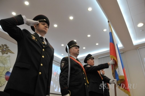 Омские полицейские подняли новое знамя