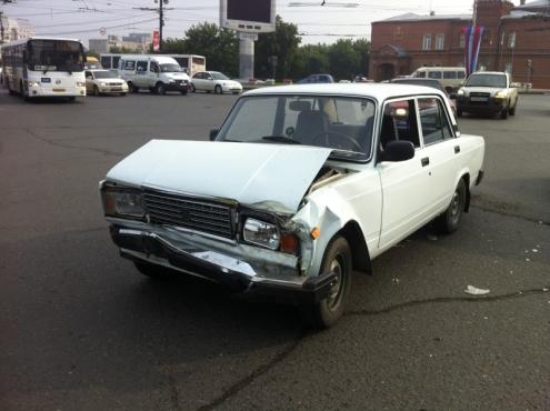 В Омске у площади Ленина опрокинулась маршрутка