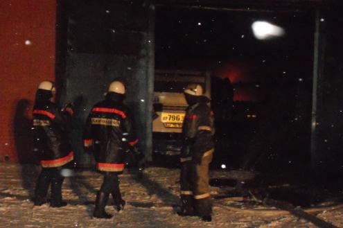 Пожар уничтожил пять автобусов в омском ПАТП №1