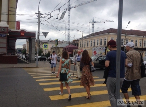 В Омске появился пешеходный переход на перекрестке Тито и Ленина