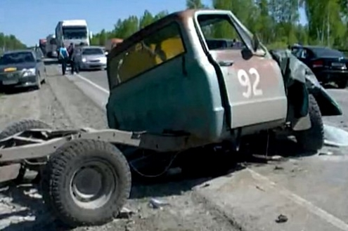 "Трое погибли в аварии с машиной ретро-ралли ""Пекин-Париж"" по пути из Омска в Тюмень"
