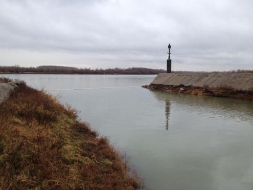 Нефтяное пятно на Иртыше продолжают ликвидировать