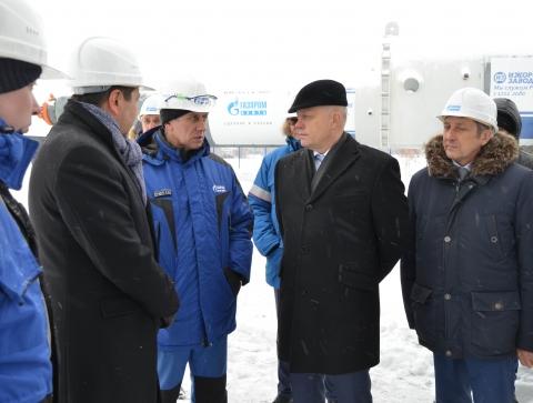 Губернатор Омской области ознакомился с оборудованием на ОНПЗ, какого больше нет в России