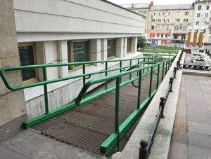 Омским инвалидам станет проще посещать библиотеку Пушкина