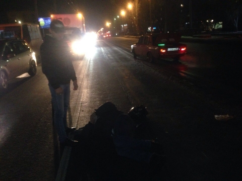 В Омске за 15 метров до пешеходного перехода сбили молодого человека